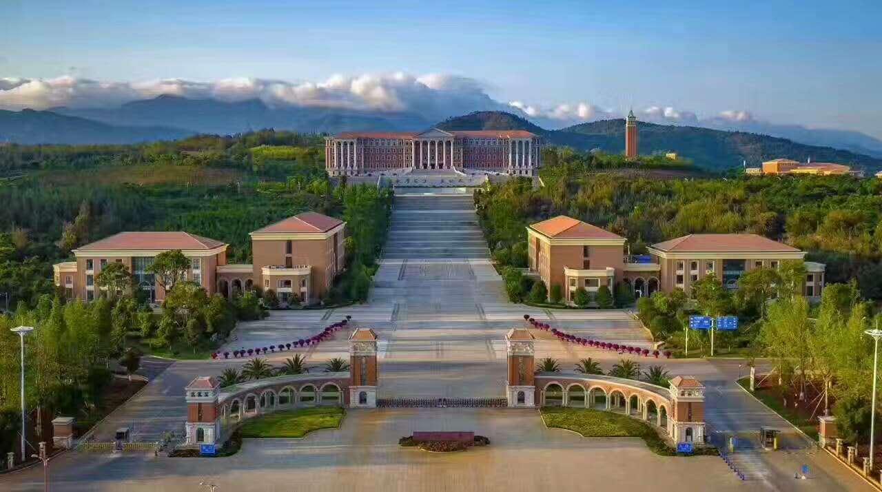 美丽的云南大学呈贡校区校园风光1